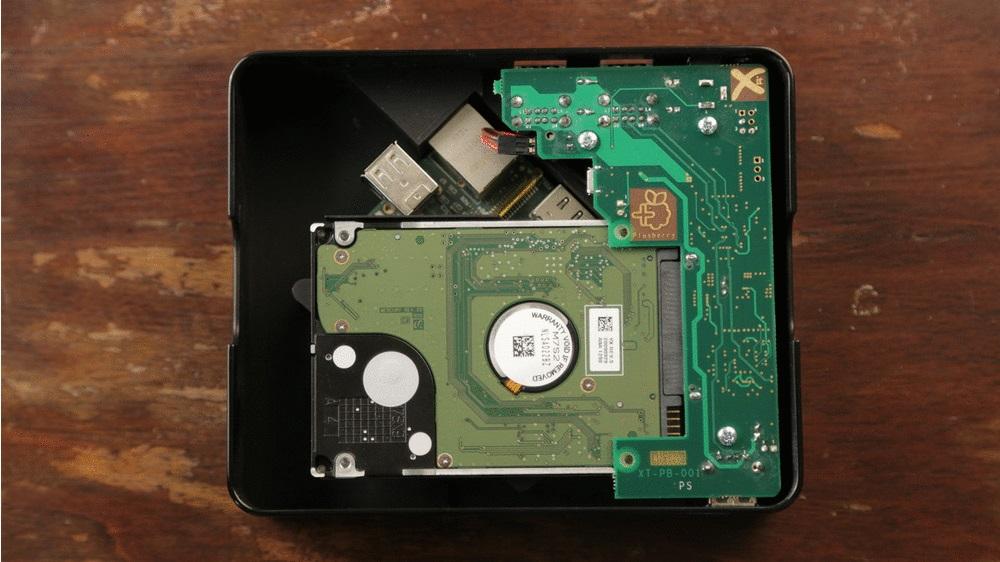 Raspberry Piをnasとして使うためのケース、usbハブと2 5インチドライブベイつき Plusberry