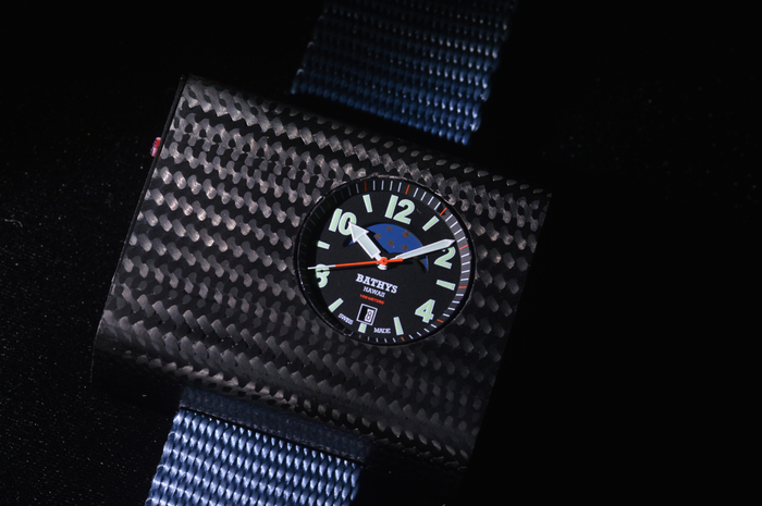 セシウム原子時計が「腕時計」に...